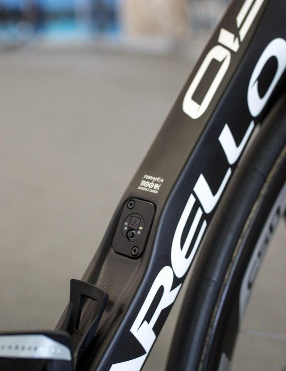 The F10 features an integrated Di2 junction box