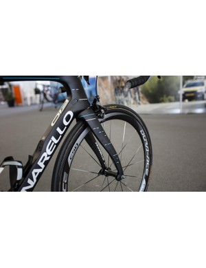The F10 sees Pinarello's trademark bendy fork and small foils behind the dropout