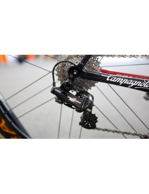 The Super Record EPS rear derailleur is made mostly of carbon fibre...