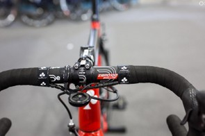 Completing Swift's cockpit are a set of 42mm Deda Zero 100 Shallow Bars
