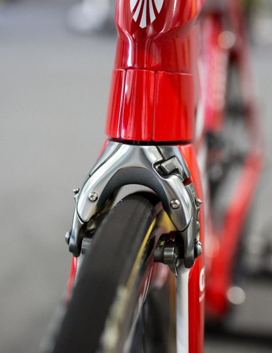 Trek made its own integrated aero brakes for the Madone 9 Series frame that allowed the cables to be almost completely hidden