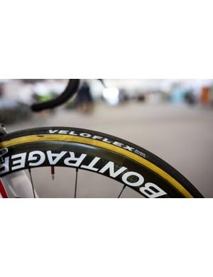 Pantano was riding gumwall 25c Velofelx Roubaix tubs