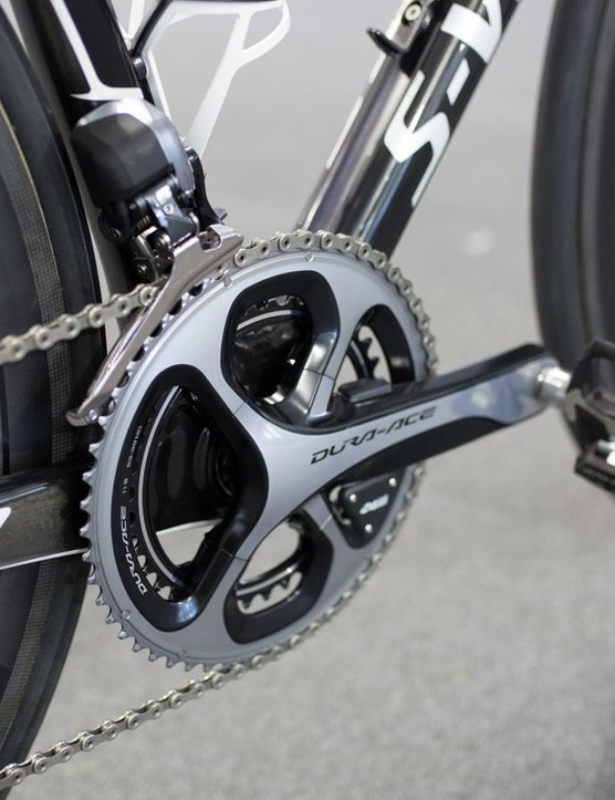 The Dura-Ace crankset is equipped with 53-39 chainrings