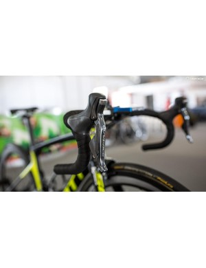 Orica-Scott mechanic Craig Geater tells us the new DA Di2 groups should have arrived at their European Service Course. But for Adelaide they're riding the old group