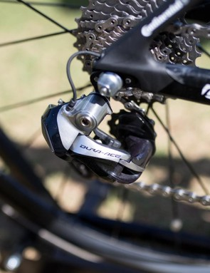 Because of delays in the delivery of the new Dura-Ace 9170 groupset, Chaves was running the older DA 9070