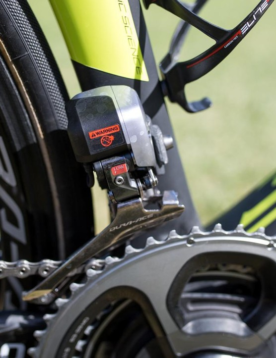 Shimano's 9070 Di2 front shifting is super reliable