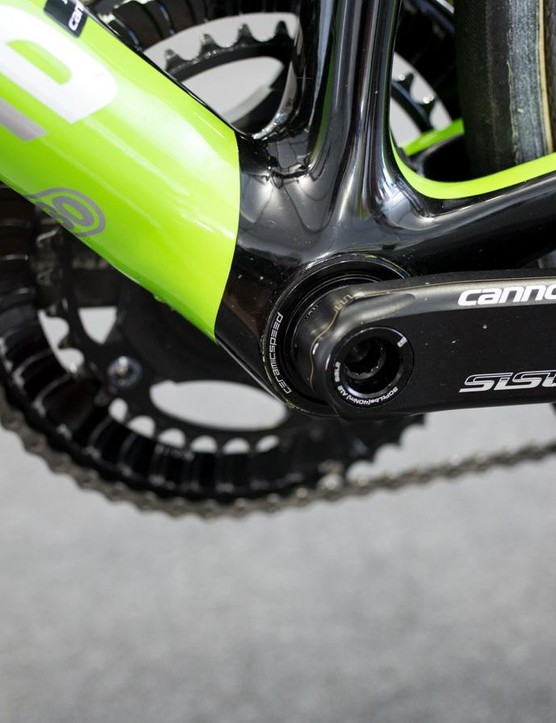 The cranks are spinning around an ultra smooth CeramicSpeed bottom bracket