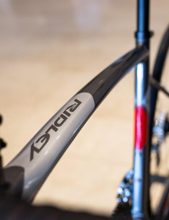 Ridley says the top tube on the Fenix SL acts like a leaf spring absorbing some impact