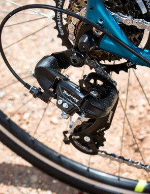 The 7-speed Shimano Tourney drivetrain is plenty reliable