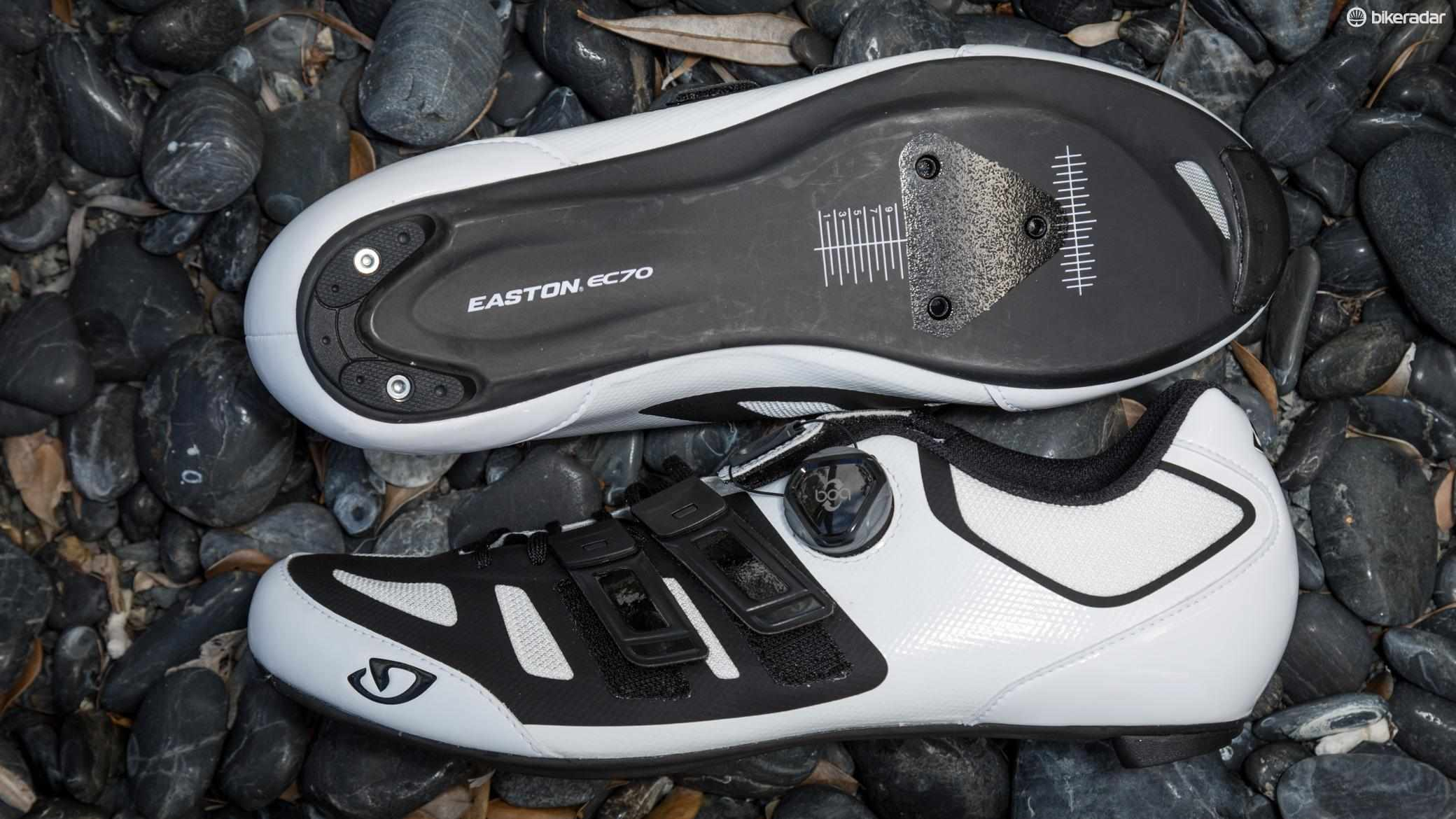 Giro's Sentire Techlace features two techlace closers, a Boa L6 Dial and an EC70 carbon sole