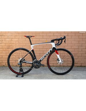 Scott has joined the trend of aero disc bikes with the Foil Disc