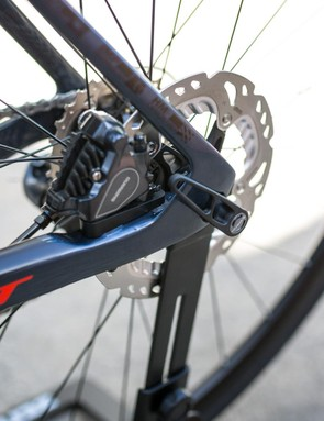 The brakes are flat-mount