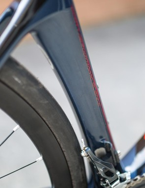 Even with a 28mm tire and the seat tube hugging the wheel, there is plenty of clearance