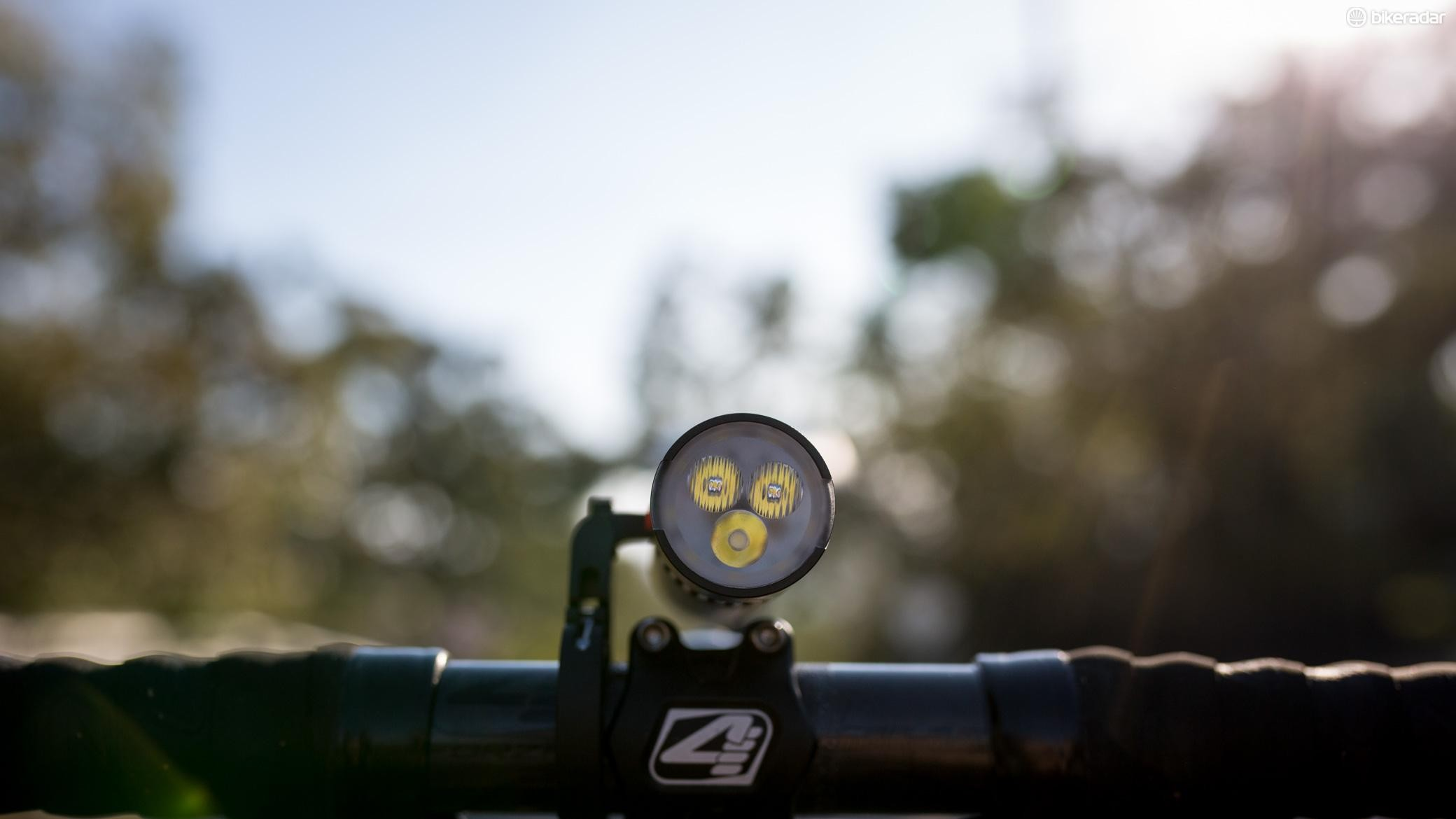 The side mount puts the light in line with your stem