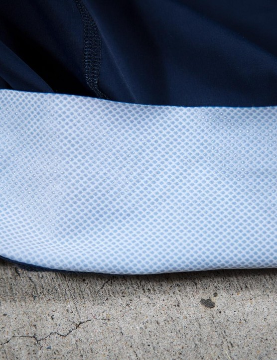 Silicone dots on the inside of the wide leg band