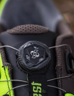 The BOA L6 dial and the cable routing provide for a secure fit, I just wish you could loosen it without popping the dial