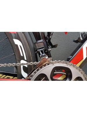 The bike runs a Shimano Dura-Ace R9150 groupset