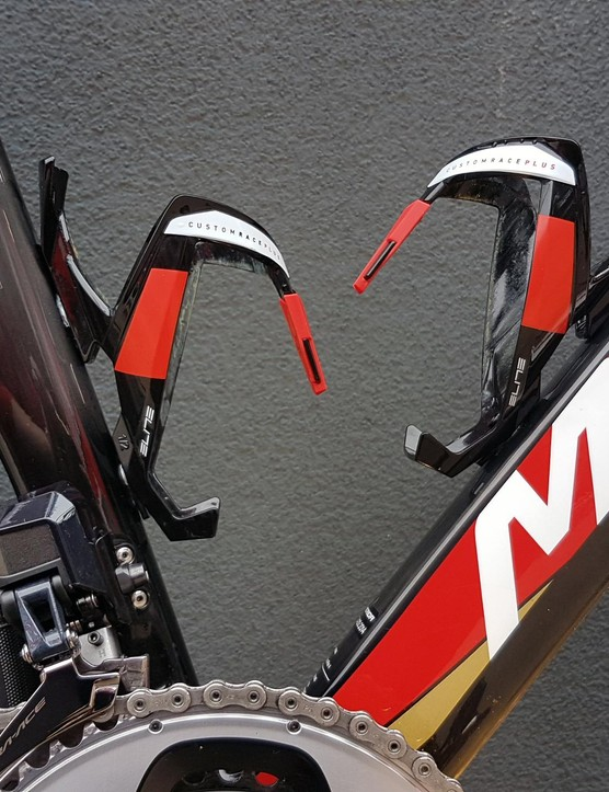 Colour coordinated Elite Custom Race Plus bottle cages are paired with the Reacto