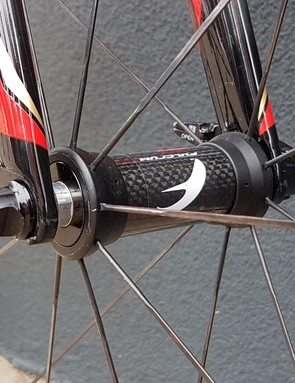 A closer look at the front hub of the Fulcrum Speed 55T carbon aero wheels