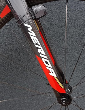 The bike has a full carbon fork and the team opts to run the SRM speed sensor on the front wheel