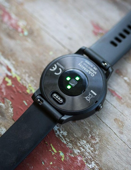 The Vivoactive 3 gets Garmin's Elevate HR sensor and the updated universal charging plug