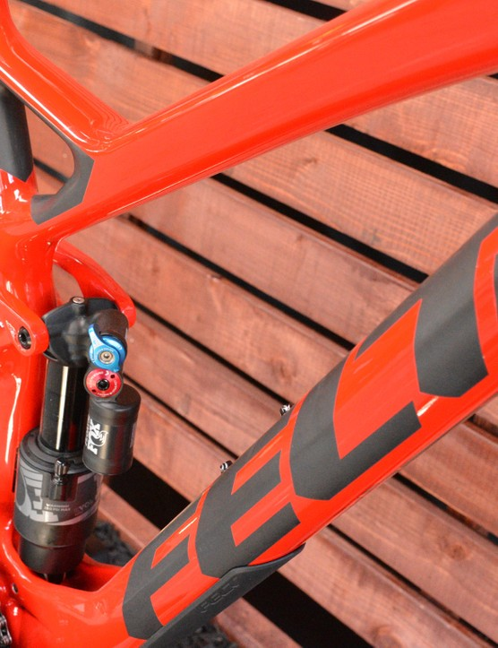 Felt's full carbon Compulsion features a metric sized, trunnion-mounted shock