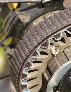 A set screw with roller ball snugs the sprocket on the hub freebody