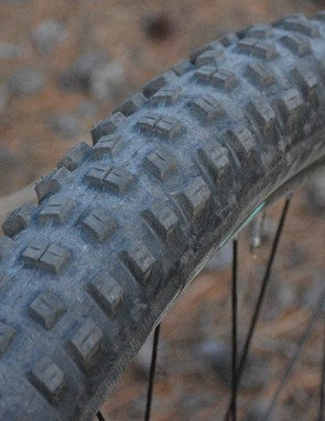 With a hard, fast-rolling Speedgrip compound, the Schwalbe Nobby Nic tires were likely aiming to make the bike feel quicker