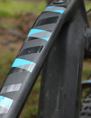 Blue highlights on the top tube, down tube and rims keep the Jam2 looking modern