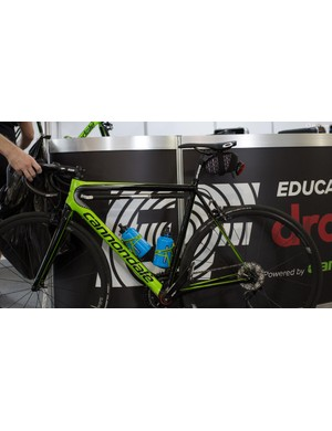 Pro riders use frame pumps and saddle bags too