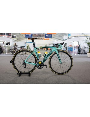 LottoNL-Jumbo's Bianchi Oltre XR4 with Shimano Dura-Ace R9150 and Dura-Ace R9100 wheels