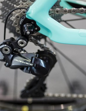 Neat internal routing gives the rear derailleur a clean finish