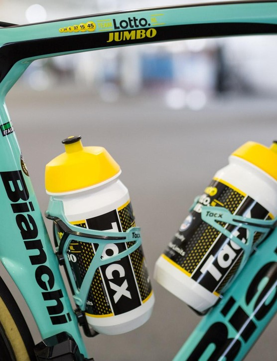 The Tacx Deva bottle cages are also finished in Bianchi celeste