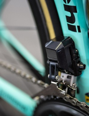 A close look at the body of the Shimano Dura-Ace R9150 front derailleur