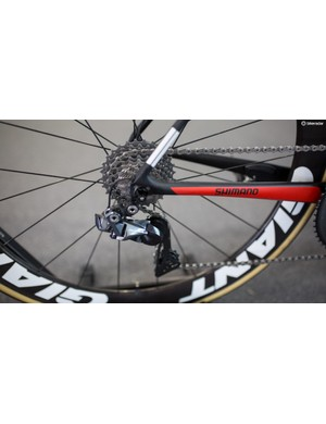 The bike is equipped with a full Shimano Dura-Ace R9150 groupset and an 11-28 cassette
