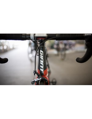 The head tube features an hour glass profile to contribute to the aerodynamic performance