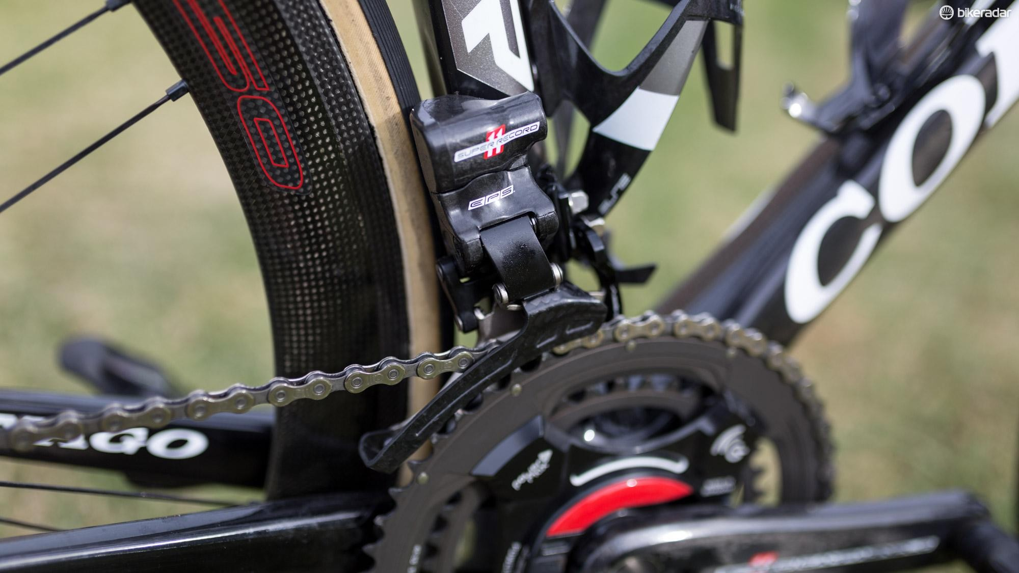 A closer look at the Campagnolo Super Record EPS front derailleur