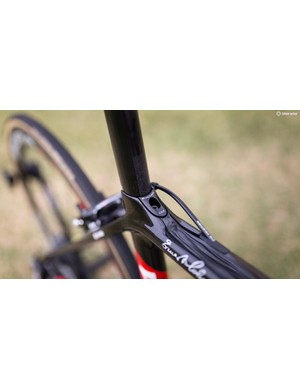 The seatpost is secured via a wedge system in the top tube of the frame