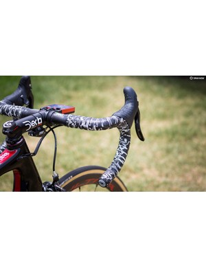 The Lizard Skins DPS bar tape is a nice touch