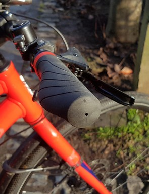 The ergnomically shaped grips are relatively comfortable on commutes