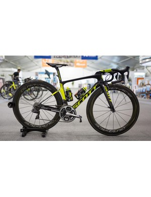 Mitchelton-Scott's Scott Foil with Shimano Dura-Ace R9150, SRM cranks and Dura-Ace R9100 wheels
