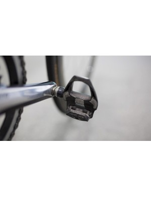 While the crankset is Dura-Ace 9000 series, Ewan has the latest R9100 pedals