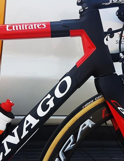 The lugged carbon design is retained from the earlier models of the bike