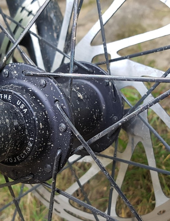 The top end wheel uses bladed spokes, while the cheaper model will get regular round spokes