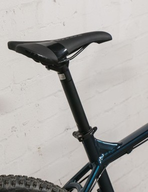 The bike doesn't come with a dropper post but few do at this price