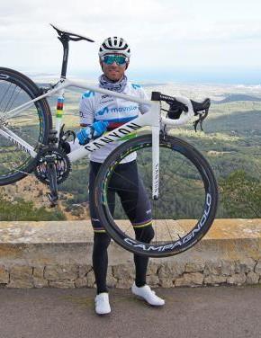 Alejandro Valverde shows off his custom Canyon