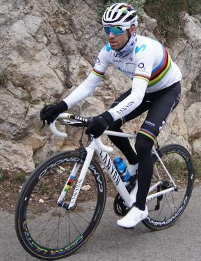 Valverde will race the 2019 season in the rainbow jersey of the world champion