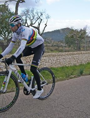 Fizik has presented Alejandro Valverde with custom shoes and saddle for the 2019 season