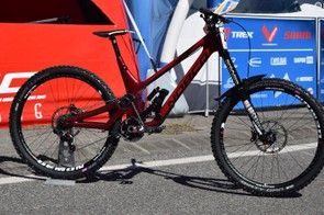 This DH bike from Norco doesn't even have a name yet. The team was less than open about the details, or even whether it will see production. We do know that it's an idler pulley/ high pivot design made form carbon front and rear. Ooh, and it's red