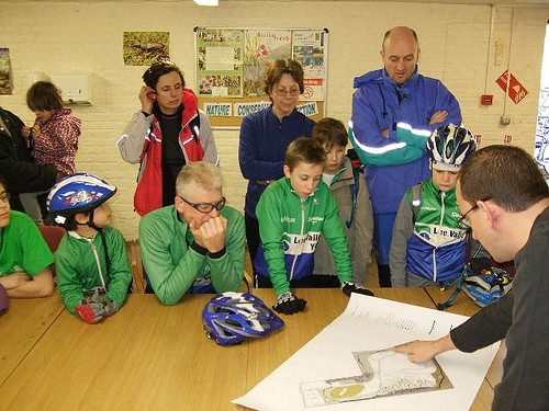 Ian Warby, CTC's off-road expert shows the plans to the Lea Valley Youth CC